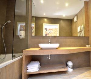Emonec hotel bathroom